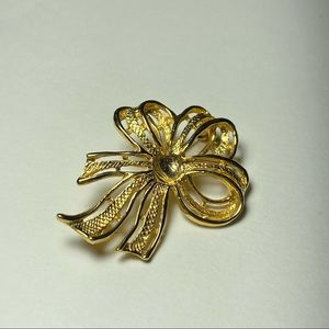 💥3 for $25💥 Vintage Gold Tone Ribbon Style Brooch
